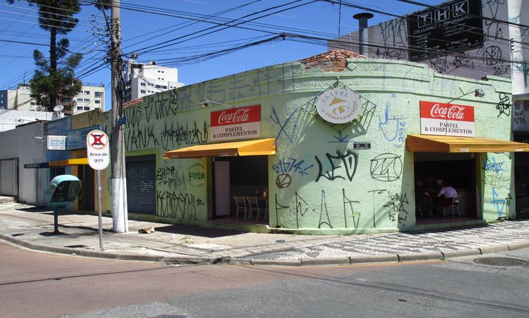ACGB/ Vida Urbana realiza mais uma ação de despiche em Curitiba