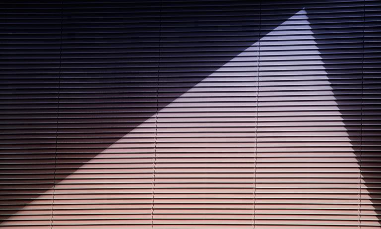 Quatro estilos de persianas para deixar seu apartamento incrível
