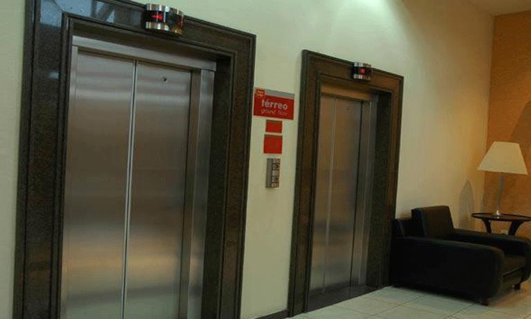 quais cuidados ter com os elevadores em casos de mudanças
